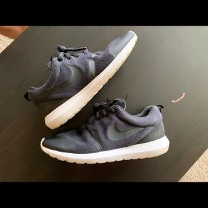 Nike Roshe Runs size men's 8